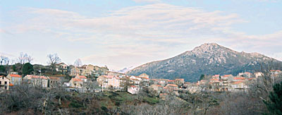 Aullène vu de la route de Sartène